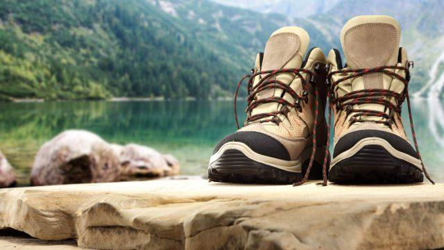 scarponi-passeggiata-in-montagna